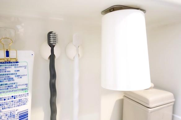 キャンドゥ・モノトーンくねくね歯ブラシ・洗面所・洗面台裏・歯ブラシ収納②