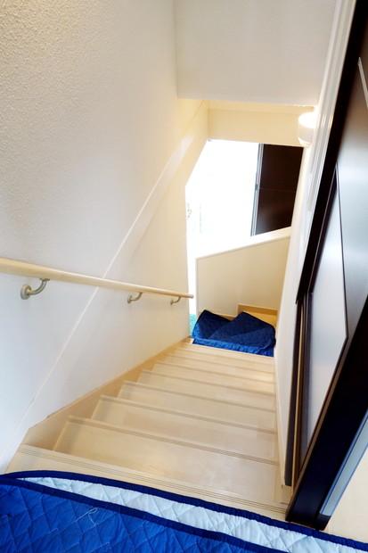 階段・ソファ搬入風景①
