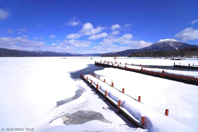 絶景探しの旅 - 0548 白と青の風景 阿寒湖と雄阿寒岳 (北海道 釧路市)