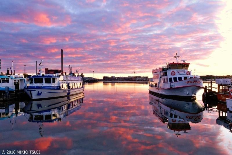 絶景探しの旅 - 0552 海までも赤く染まるハーバーの朝 (フィンランド ヘルシンキ)