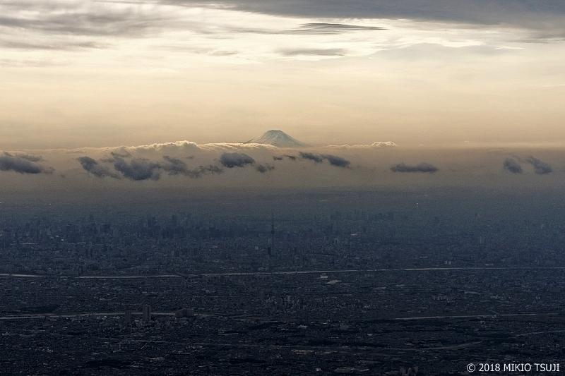 絶景探しの旅 - 0562 富士来臨の夕刻 (東京都 上空)