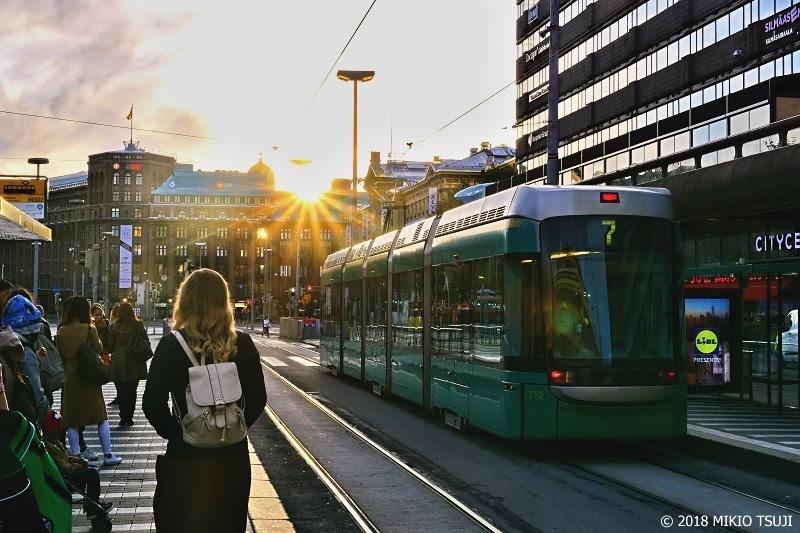 絶景探しの旅 - 0569 朝日が差し込むヘルシンキ中央駅前 (フィンランド)