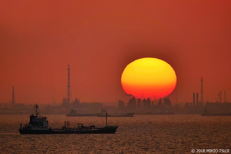 絶景探しの旅 - 0579 海ほたるからの巨大朝日の眺め (東京湾アクアライン/千葉県 木更津市)