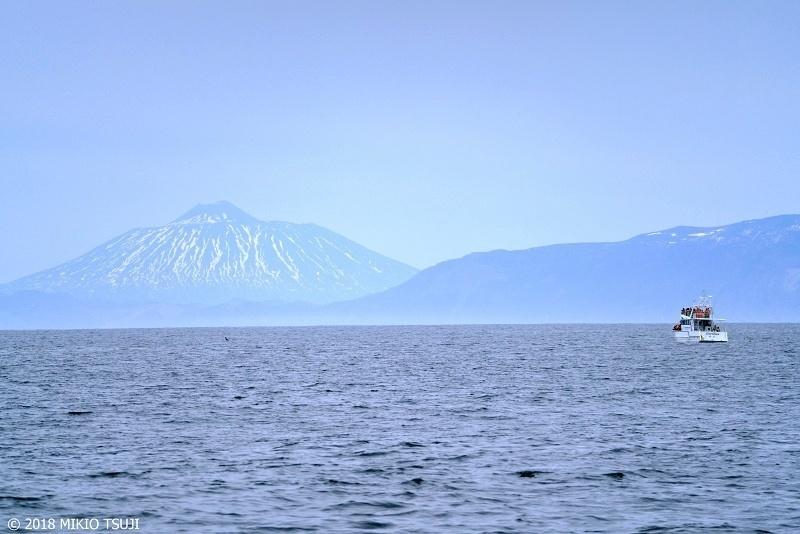 絶景探しの旅 - 0597 かすむ大地 国後富士 「爺爺岳」 (北海道 羅臼町)