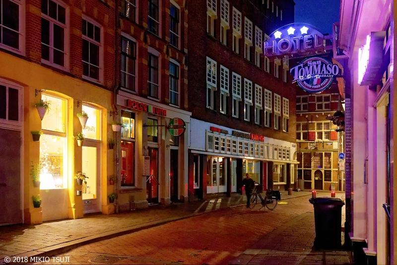 0632 未明のアムステルダムの裏通り