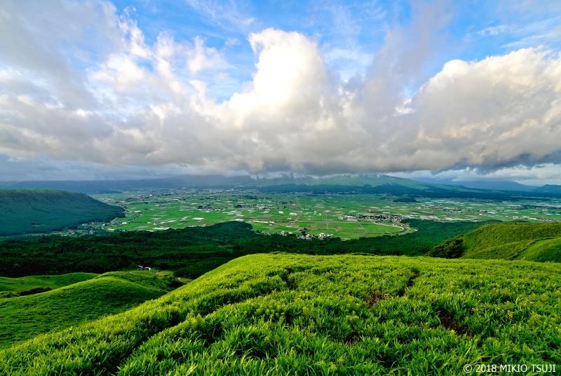 絶景探しの旅 – 0644 夏の阿蘇谷を望む (熊本県 阿蘇市)